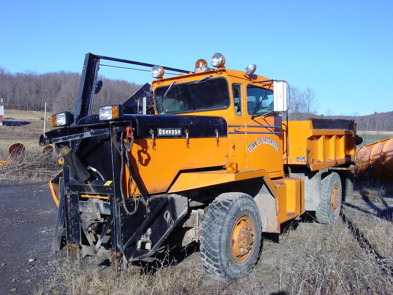 http://www.badgoat.net/Old Snow Plow Equipment/Trucks/Oshkosh Plow Trucks/Oshkosh Trucks/GW801H600-23.jpg